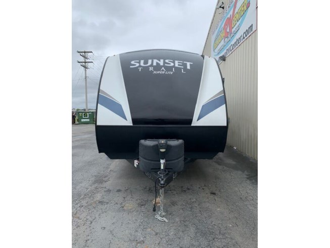 2019 CrossRoads Sunset Trail Super Lite SS253RB - Used Travel Trailer For Sale by Delmarva RV Center in Smyrna in Smyrna, Delaware features Air Conditioning, Auxiliary Battery, Awning, Booth Dinette, CD Player, CO Detector, DVD Player, Exterior Speakers, External Shower, King Size Bed, Ladder, Leveling Jacks, LP Detector, Medicine Cabinet, Microwave, Outside Kitchen, Oven, Power Roof Vent, Refrigerator, Roof Vents, Shower, Skylight, Slideout, Smoke Detector, Spare Tire Kit, Stove Top Burner, Toilet, Water Heater