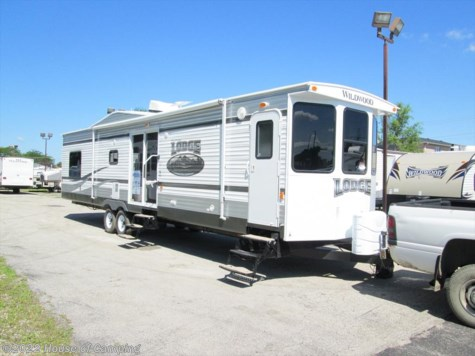 New 2015 Forest River Wildwood XL/Lodge 404FB For Sale by House of Camping available in Bridgeview, Illinois