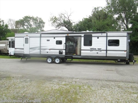 New 2016 Forest River Wildwood 426-2B For Sale by House of Camping available in Bridgeview, Illinois