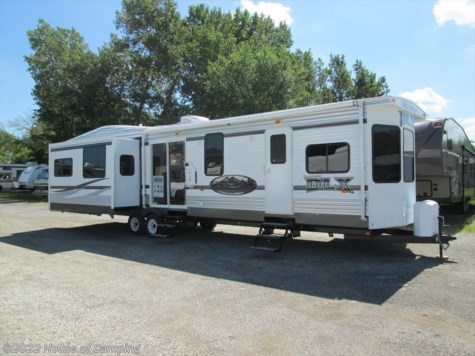 New 2015 Forest River Wildwood 400RETS DLX For Sale by House of Camping available in Bridgeview, Illinois