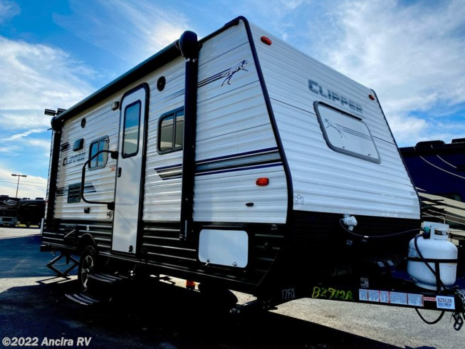 2019 Coachmen Clipper Ultra-Lite 17FQ - Used Travel Trailer For Sale by Ancira RV in Boerne, Texas features Air Conditioning, Auxiliary Battery, Awning, Booth Dinette, CO Detector, Exterior Speakers, Leveling Jacks, LP Detector, Medicine Cabinet, Microwave, Queen Bed, Refrigerator, Roof Vents, Shower, Skylight, Smoke Detector, Spare Tire Kit, Stove Top Burner, Toilet, Water Heater