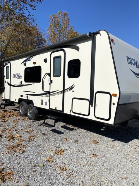 Used 2015 Forest River Flagstaff Micro Lite 25KS For Sale by Kamper's Supply available in Carterville, Illinois