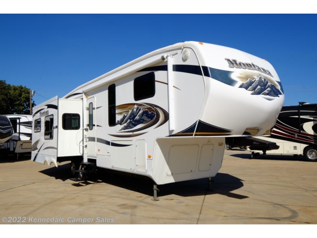 Used 2010 Keystone Montana Hickory 3455SA available in Kennedale, Texas