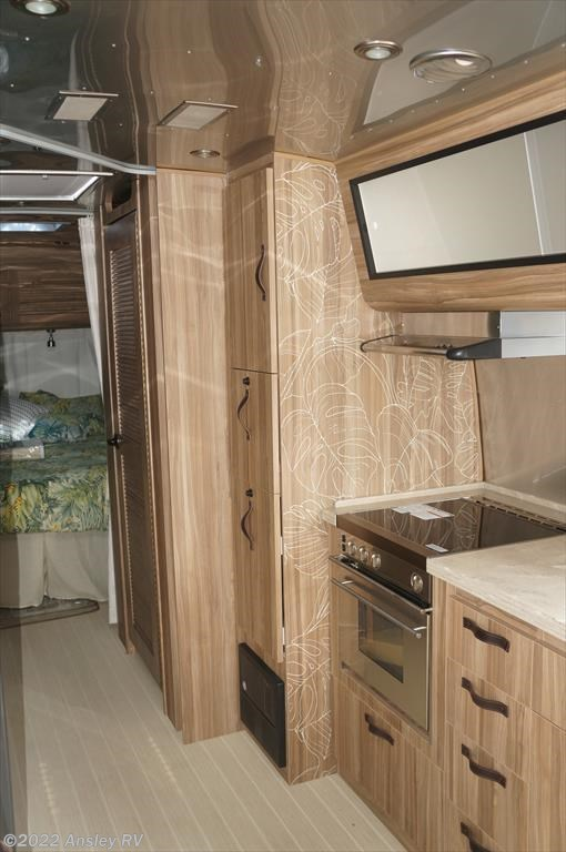... 2018 Airstream Tommy Bahama 27FB ...