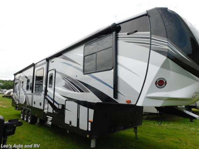 New 2019 Heartland Cyclone 4005 available in Ellington, Connecticut