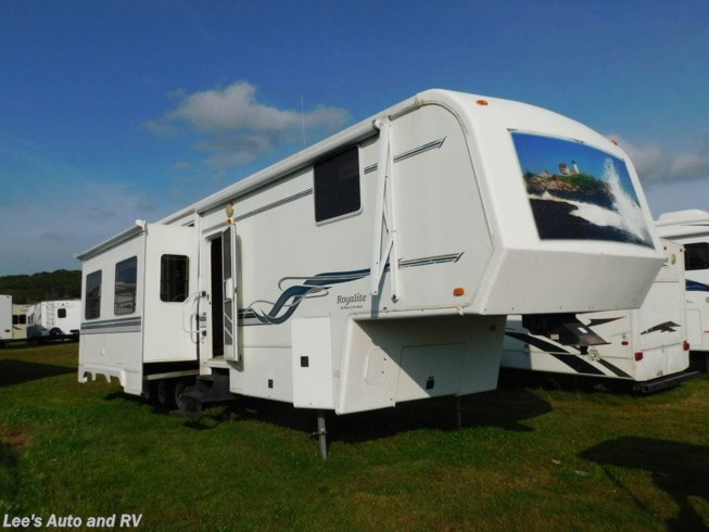 Used 2002 King of the Road ROYALITE 40TB available in Ellington, Connecticut
