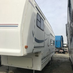 2000 Forest River Cardinal 28 LX  - Fifth Wheel Used  in Louisville KY For Sale by Louisville RV Center call 502-205-1795 today for more info.