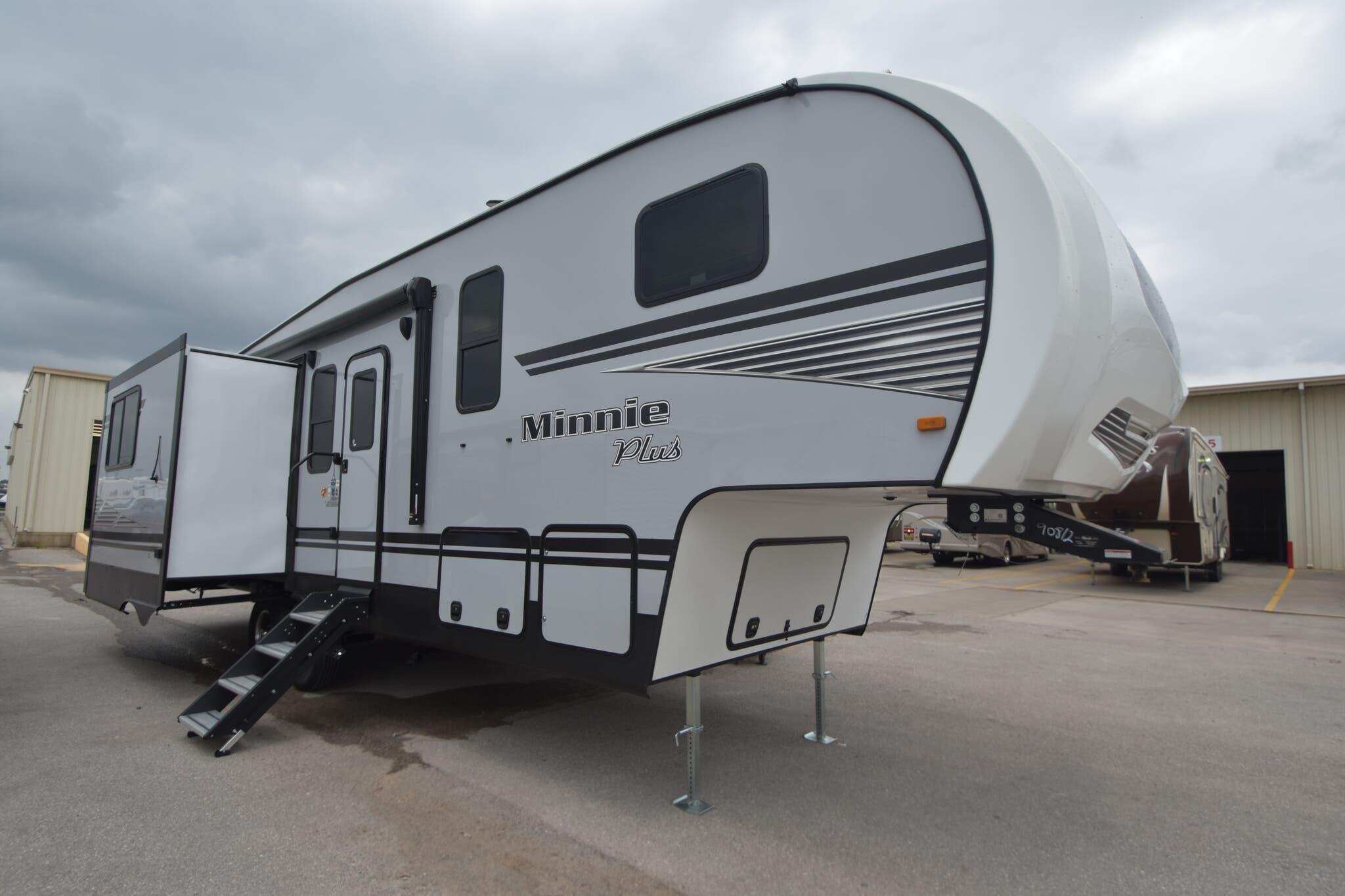 90812 - 2020 Winnebago Minnie Plus 29MBH Fifth Wheel for sale in