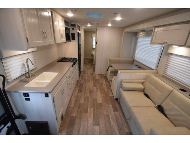 New 2020 Winnebago Outlook 31N available in Oklahoma City, Oklahoma