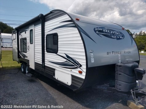 Used 2015 Forest River Salem Cruise Lite 261BHXL For Sale by Mekkelsen RV Sales & Rentals available in East Montpelier, Vermont