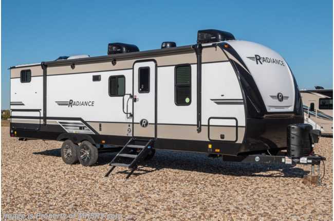 2020 Cruiser RV Radiance Ultra-Lite 28QD Bunk Model RV for Sale W/ King, Stabilizers & 2 A/Cs