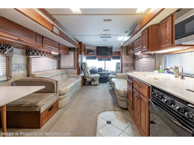 2006 Fleetwood Revolution LE 40E - Used Diesel Pusher For Sale by Motor Home Specialist in Alvarado, Texas features Bath & 1/2