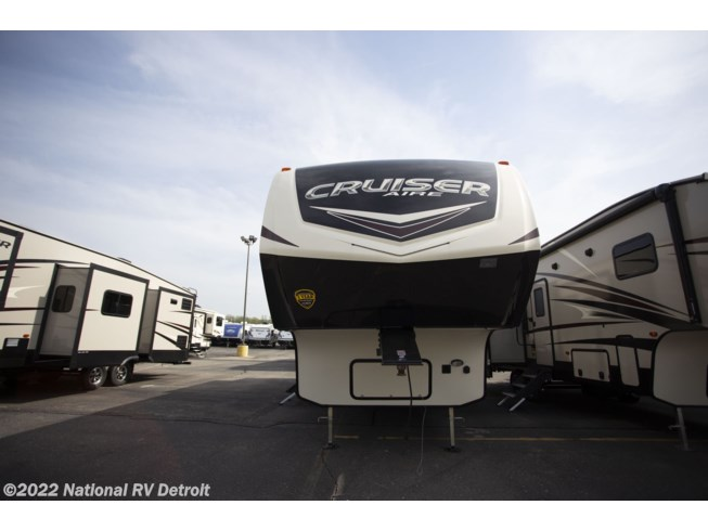 2018 CrossRoads Cruiser Aire 30MD - New Fifth Wheel For Sale by National RV Detroit in Belleville, Michigan