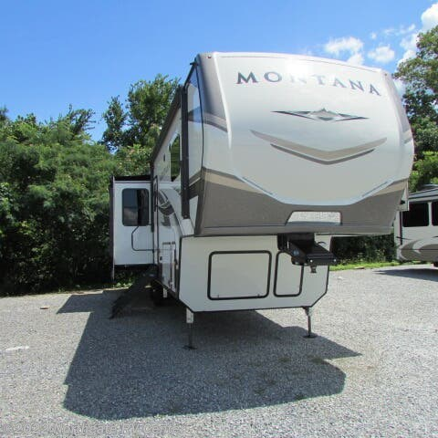 New 2021 Keystone Montana 3121RL available in Louisville, Tennessee