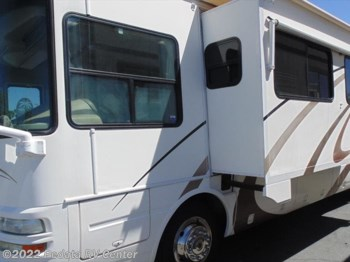 2004 National RV Tropical 370T w/3slds