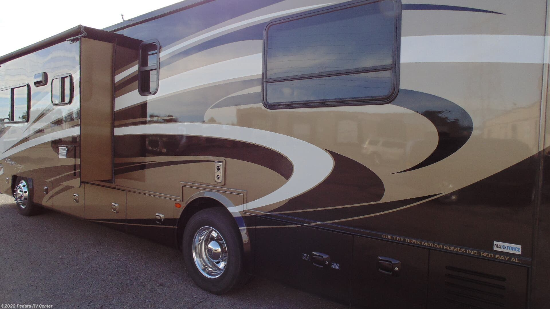 12167 - Used 2013 Tiffin Allegro Breeze 32 BR Diesel Pusher RV For