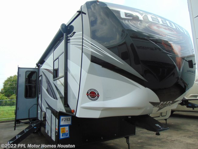 Used Rv Houston >> 2018 Heartland Rv Cyclone M 4005 For Sale In Houston Tx 77074 F253
