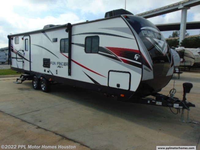 Used 2018 Cruiser RV Fun Finder Xtreme Lite 27BH available in Houston, Texas