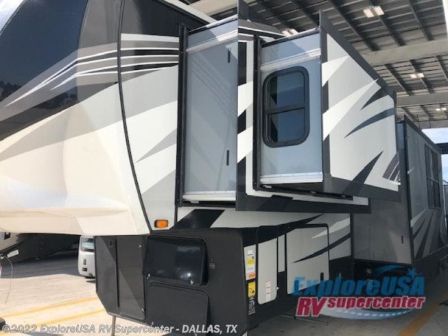 2020 Heartland Cyclone 4007 - New Toy Hauler For Sale by ExploreUSA RV Supercenter - MESQUITE, TX in Mesquite, Texas features Slideout