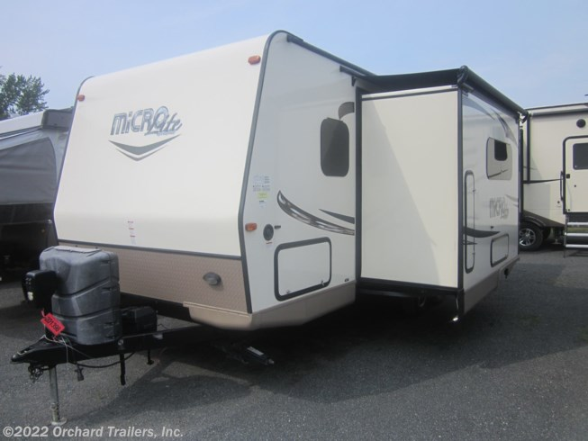 2017 Forest River Flagstaff Micro Lite 25BHS