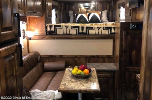 4 Horse Trailer - 2020 Platinum Coach Outlaw 4 horse 10' SW Outlaw Conversions available New in Kaufman, TX