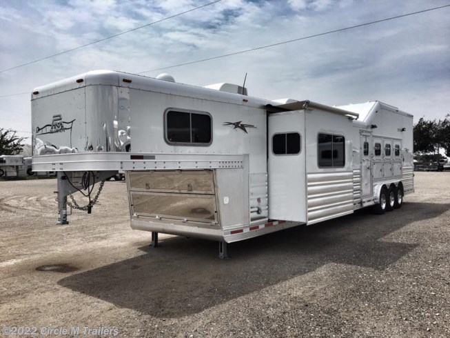 2019 Platinum Coach Outlaw 4H SIDE LOAD/Toy Hauler OUTLAW 50AMP Couch and Din