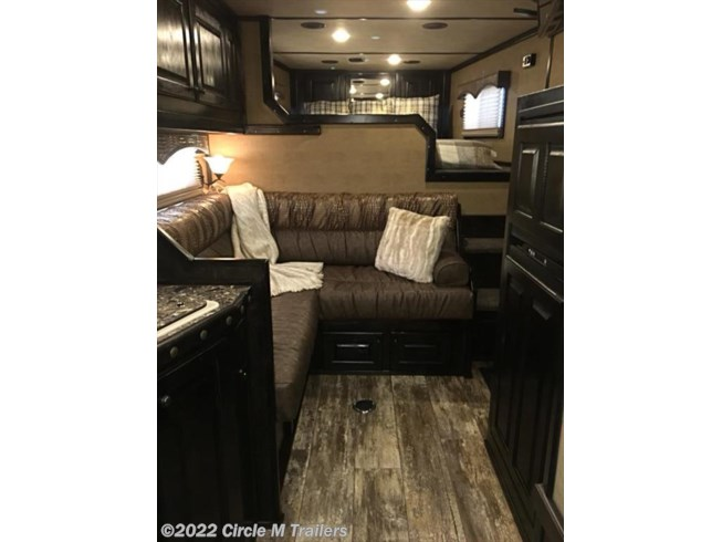 Xx5132 2019 Platinum Coach Outlaw5 Horse 13 Sw Side Load Bunk