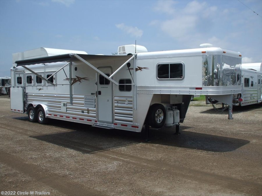 "2018 Platinum Coach Outlaw 4 Horse 10' 8"" SW Outlaw SLIDE OUT w/ 72"" Sofa!"