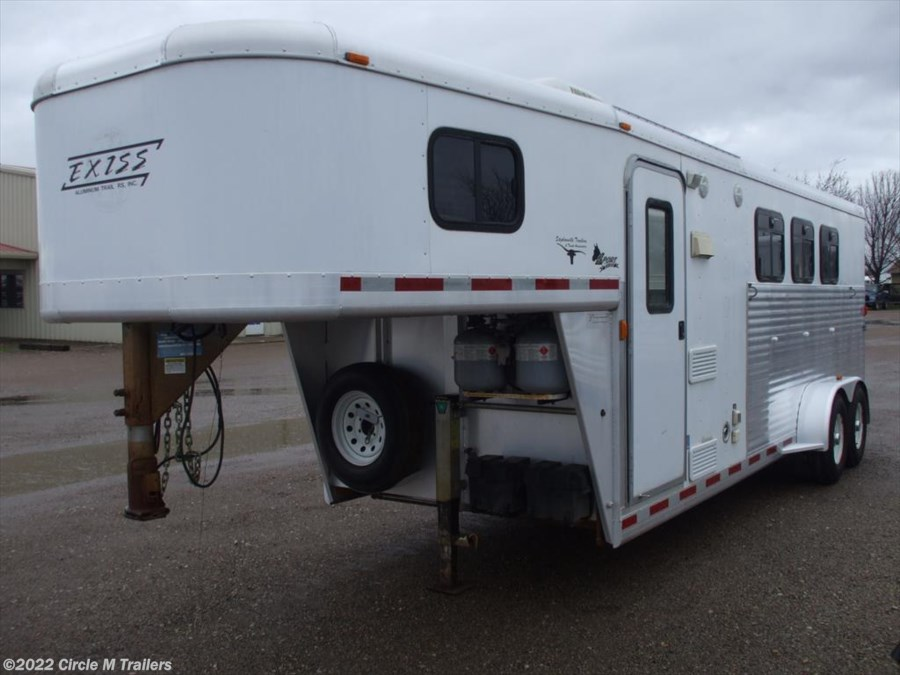 2004 Exiss Sport 3 horse 8' SW DINETTE