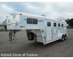 #0488 - 2003 Platinum Coach 3 Horse 4' short wall with A/C + MANGERS