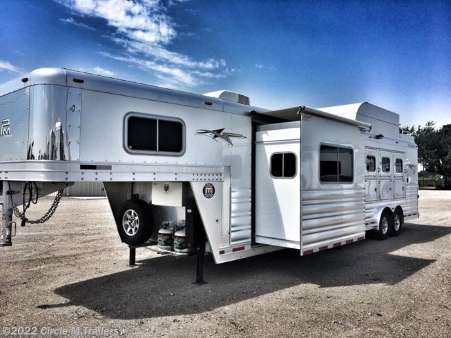 "2017 Platinum Coach Outlaw 4 Horse 12' 8"" SW Outlaw SLIDE OUT w/ 72"" Sofa!"