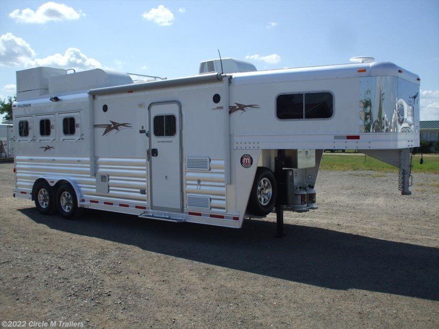 2018 Platinum Coach Outlaw 3HGN w/ 8' SW Outlaw GENERATOR