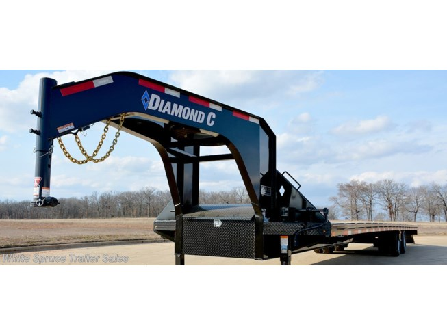 2019 Diamond C 30' GOOSENECK W/ MAX RAMPS 25K