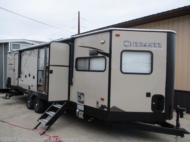Used 2019 Forest River Cherokee 274VFK available in Baraboo, Wisconsin