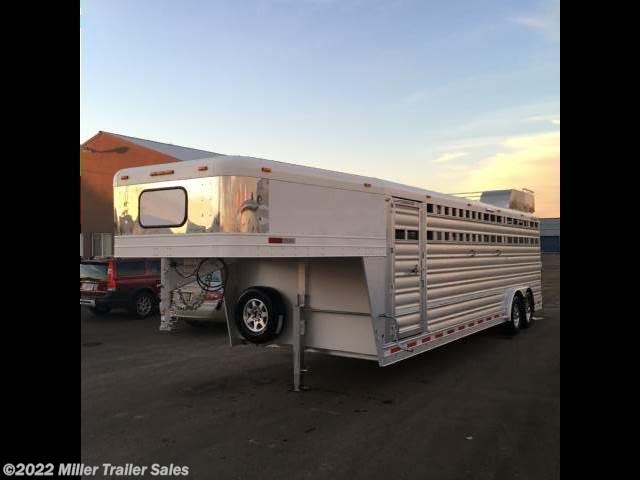 2016 Platinum Coach Deluxe Club Calf Trailer
