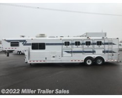 #8733 - 2001 4-Star 4 Horse w. 10' sw by Outlaw Conversions