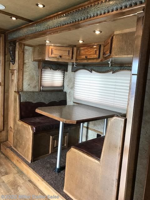 "2015 Platinum Coach Outlaw 4 horse reverse 17'4"" sw with slide"