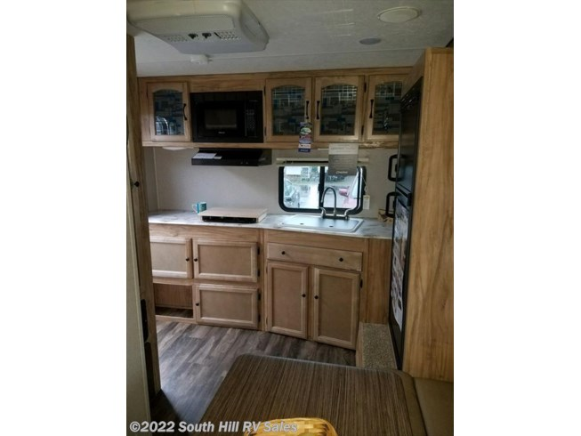 2018 Coachmen Freedom Express 19RKS