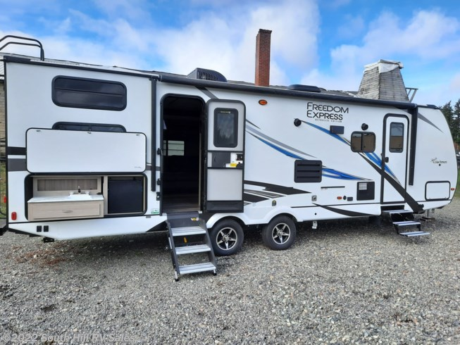 New 2021 Coachmen Freedom Express LTZ 287BHDS available in Puyallup, Washington