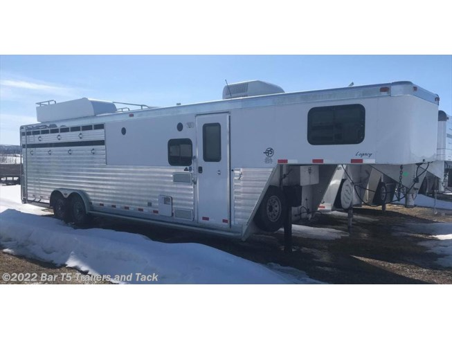 2005 Integrity Trailers 4 Horse Angle Haul Gooseneck w/ 9' Living Quarters