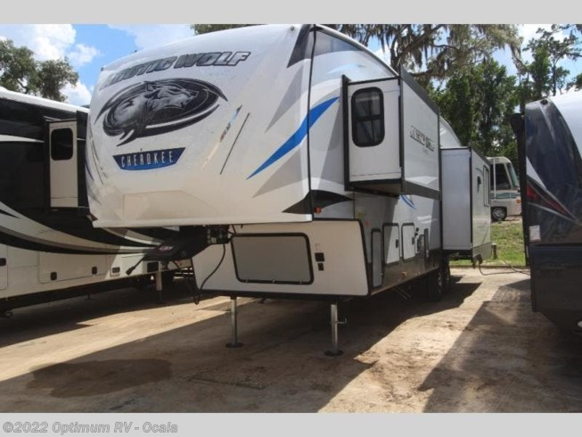 2020 Forest River Cherokee Arctic Wolf Suite 3550 - New Fifth Wheel For Sale by Optimum RV in Ocala, Florida features Slideout