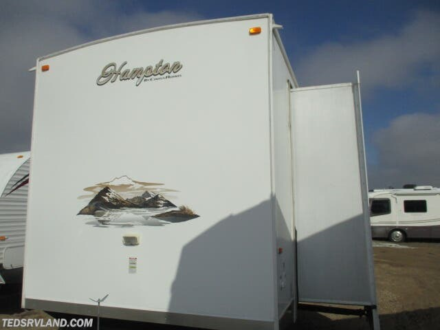 2012 CrossRoads Hampton HT380CK - Used Destination Trailer For Sale by Ted's RV Land in  Paynesville, Minnesota features Air Conditioning, Auxiliary Battery, Awning, CD Player, Ceiling Fan, CO Detector, DVD Player, Exterior Speakers, External Shower, Fireplace, Free Standing Dinette w/Chairs, LP Detector, Luggage Rack, Medicine Cabinet, Microwave, Oven, Queen Bed, Refrigerator, Rocker Recliner(s), Roof Vents, Satellite Radio, Shower, Skylight, Slideout, Smoke Detector, Stove Top Burner, Surround Sound System, Toilet, TV, Water Heater