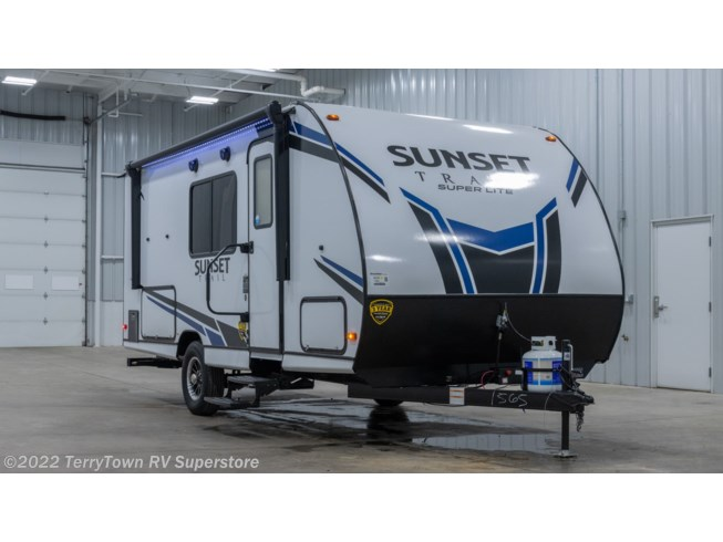 New 2021 CrossRoads Sunset Trail Super Lite 186BH available in Grand Rapids, Michigan