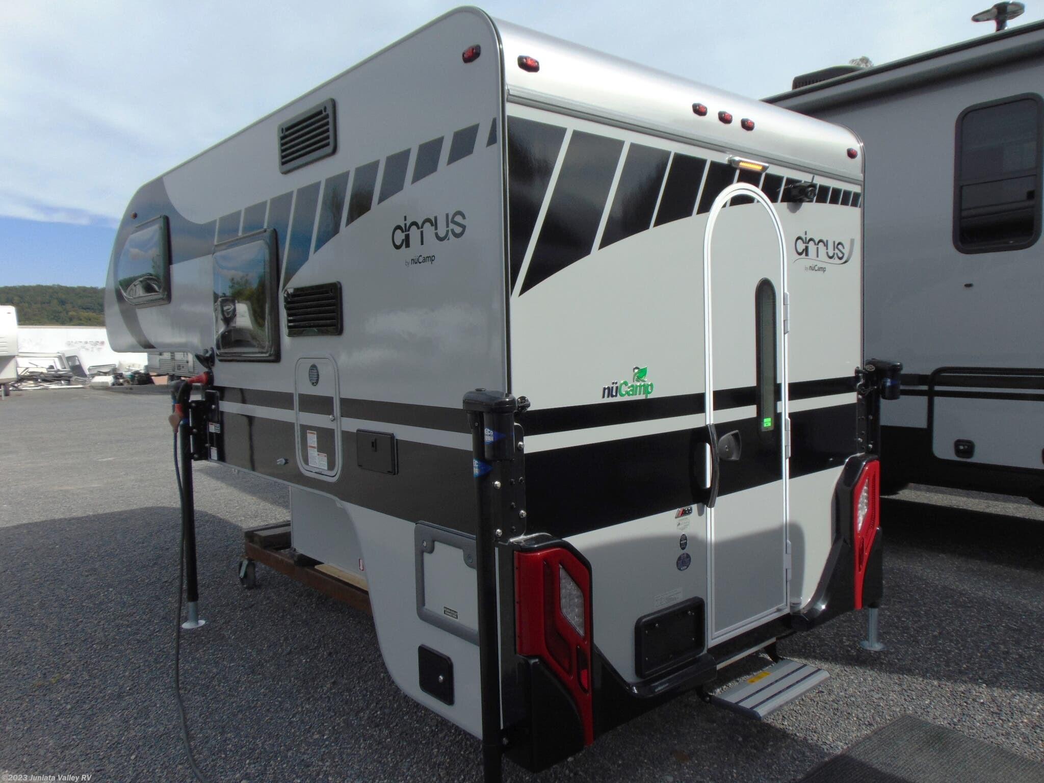 4758 - 2017 Travel Lite Truck Campers 625SL Truck Camper for