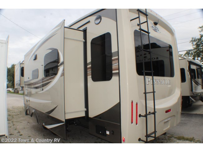2020 Jayco Pinnacle 32RLTS - New Fifth Wheel For Sale by Town & Country RV in Clyde, Ohio features Air Conditioning, TV Antenna, Slideout, Power Awning, TV