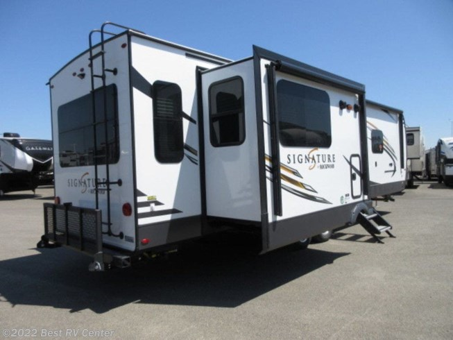 New 2020 Forest River Rockwood Signature Ultra Lite 8329SB available in Turlock, California