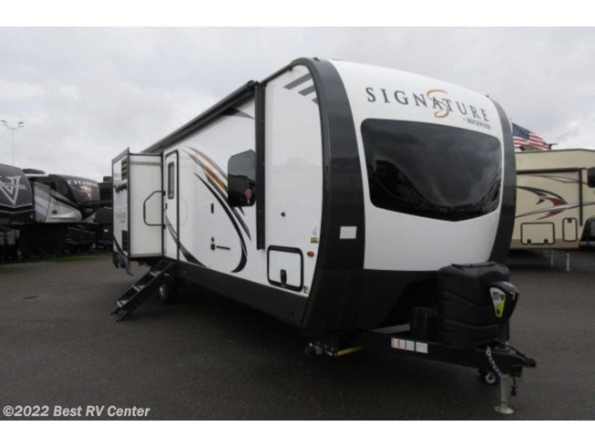 New 2019 Forest River Rockwood Signature Ultra Lite 8327SS available in Turlock, California