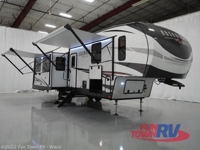New 2021 Forest River Rockwood Ultra Lite 2893BS available in Hewitt, Texas