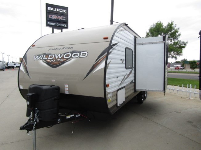 2019 Forest River Wildwood X-Lite 233RBXL - New Travel Trailer For Sale by First Choice RVs in Rock Springs, Wyoming features Air Conditioning, AM/FM/CD, Auxiliary Battery, Awning, Battery Charger, Black Tank Flush, Cable Prepped, CD Player, CO Detector, Converter, Diamond Shield Paint Protection Film, DVD Player, Exterior Speakers, External Shower, Fire Extinguisher, Furnace, Leather Furniture, LED Lights, Leveling Jacks, Load Lights, LP Detector, Medicine Cabinet, Microwave, Non-Smoking Unit, Oven, Overhead Cabinetry, Pass Thru Storage, Power Awning, Propane, Queen Bed, Queen Mattress, Refrigerator, Roof Vents, Screen Door, Self Contained, Sewer Hose & Carrier, Shower, Skylight, Slideout, Smoke Detector, Spare Tire Kit, Stainless Appliances, Stereo System, Stove Top Burner, Surround Sound System, Tinted Windows, Toilet, TV Antenna, U-Shaped Dinette, Vanity, Wardrobe(s), Water Heater
