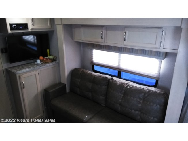 New 2019 Winnebago Micro Minnie 2106DS (Platinum/Stone) available in Taylor, Michigan